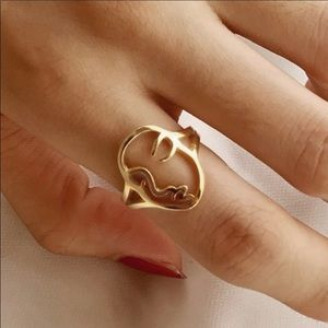 "🎁 5/$35 || Unique Face Ring in Yellow ""Gold"""